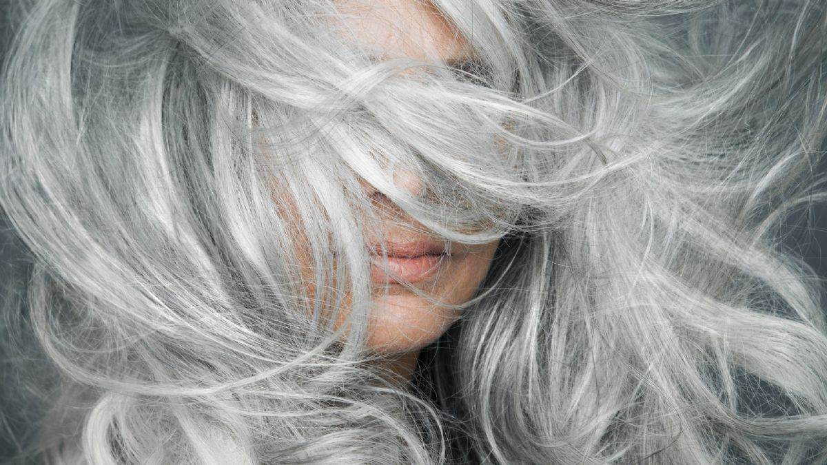 does poor nutrition make hair grey;